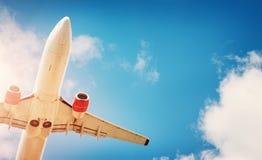 一架飞机的特写镜头在着陆的 免版税库存照片