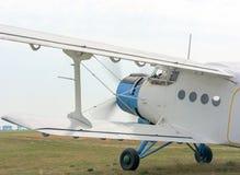 一架飞机AN2的片段有引擎赛跑和ro的 库存照片