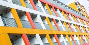 一栋五颜六色的公寓和宿舍,雷根斯堡,德国的门面, 库存图片