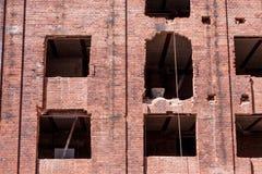 一栋历史的砖瓦房的整修 免版税库存照片