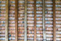 一栋古老别墅的门廊的屋顶 图库摄影