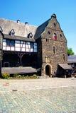 一栋居民住房的门面在城堡阿尔特纳的 图库摄影