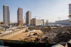 一栋现代居民住房的建筑在新的处所的莫斯科 库存图片