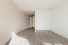一栋现代公寓的空的室 图库摄影