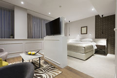 一栋现代旅馆公寓的内部 库存图片