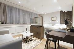 一栋现代旅馆公寓的内部 库存照片