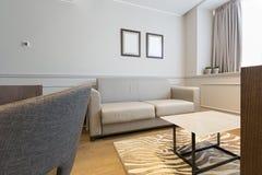 一栋现代旅馆公寓的内部 图库摄影
