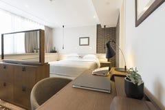 一栋现代旅馆公寓的内部 免版税图库摄影