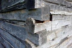 一栋被手工造的原木小屋的细节 库存照片