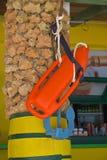一根柱子的红色抢救委员会在海滩酒吧 库存图片