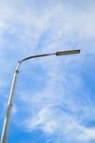 一根街灯杆有蓝天背景 库存图片