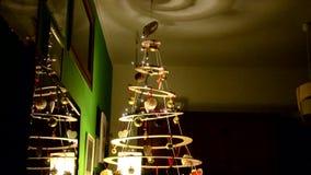 一棵原始的圣诞树的装饰 股票视频