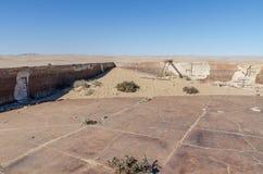 一次兴旺的德国采矿镇Kolmanskop废墟在Luderitz,纳米比亚,南部非洲附近的纳米比亚沙漠 图库摄影