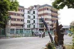 一次地震毁坏的学生的家在拉奎拉在Abr 库存照片