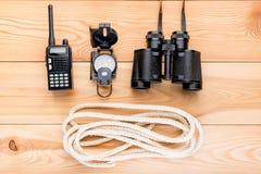 一次复杂和危险远足的绳索和航海设备我 库存照片