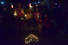 一次平安的蜡烛行动在三宝垄 库存照片