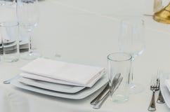 一次庆祝的美妙地装饰的桌在餐馆  免版税库存照片