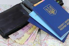 一次旅行向有护照的欧洲 免版税库存照片