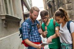 一次旅行的冒险的年轻学生 免版税库存照片