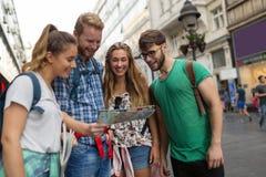 一次旅行的冒险的年轻学生 免版税图库摄影