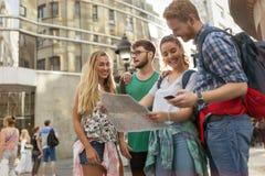 一次旅行的冒险的年轻学生 库存照片