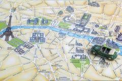 一次旅途通过欧洲 映射巴黎 库存图片