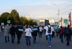 一次集会的一名未知的妇女支持Bolotnaya广场的阿列克谢Navalny在莫斯科 图库摄影