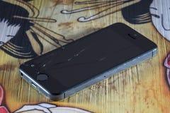 一残破的iPhone 5的照片 库存图片