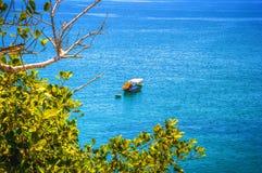 一渔船和在海的竹小船附近 免版税库存照片