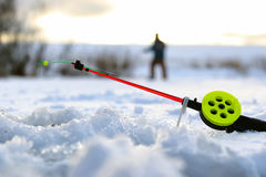一点冬天钓鱼竿冰 免版税库存照片