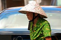 一点印度,新加坡3月2008年 tradi的老中国妇女 免版税库存照片