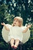 一点天使拍他的手 库存图片