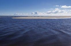 一点小岛在蓝色海 免版税库存照片