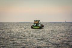 一点小船漂浮 免版税库存照片