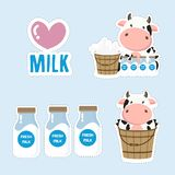 一点母牛和牛奶动画片 逗人喜爱的贴纸设计 皇族释放例证