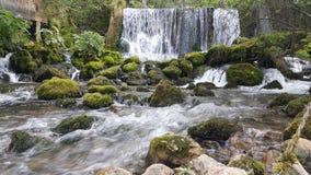 一点河和瀑布 免版税图库摄影