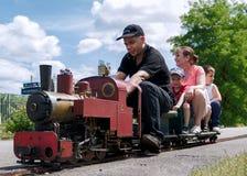 一点火车进入驻地 免版税库存照片