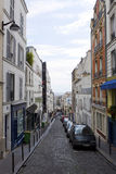 一点狭窄的街道在巴黎 免版税库存图片