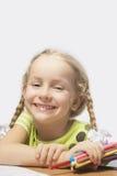 一点白肤金发女孩微笑的纵向 库存照片