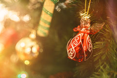 一点红色圣诞节水晶红色天使 免版税库存图片