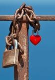 一点红色挂锁以形式的心形 免版税库存图片