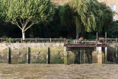 一点船坞在泰晤士河 库存图片
