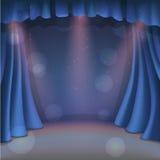 一点蓝色剧院 有聚光灯的剧院帷幕 打开剧院帷幕 库存图片