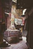一点街道在瓦腊纳西,印度 免版税库存图片