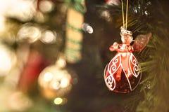 一点水晶红色圣诞节天使 免版税库存照片