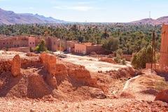 一片绿洲的背景的村庄在撒哈拉大沙漠,摩洛哥 库存图片