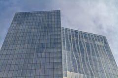 一现代高层住宅buil的建筑门面细节 免版税库存照片