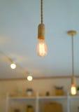 一电灯泡和bokeh光 免版税库存图片