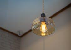 一电灯泡和bokeh光 免版税库存照片