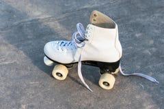 一白色溜冰鞋 免版税库存图片